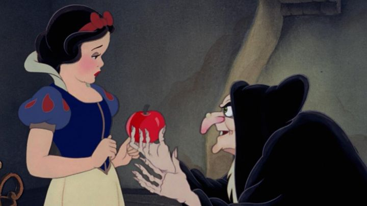 The red apple given by the witch in Snow White in Snow White and the Seven Dwarfs - Movie Outfits and Products