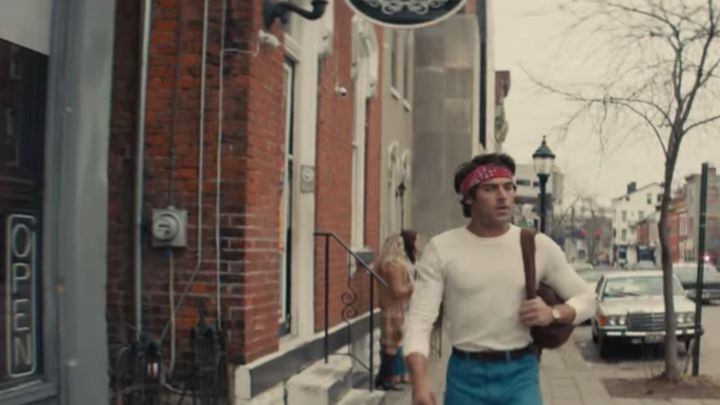 The red bandana of Ted Bundy (Zac Efron) is in Extremely Wicked