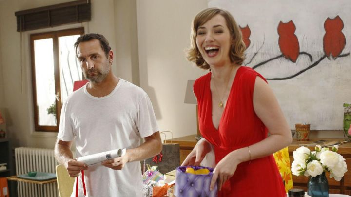 Fashion Trends 2021: The red dress of Delphine (Louise Bourgoin) in Under the same roof