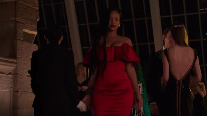 The red dress of Nine Ball (Rihanna) in Ocean's Eight movie