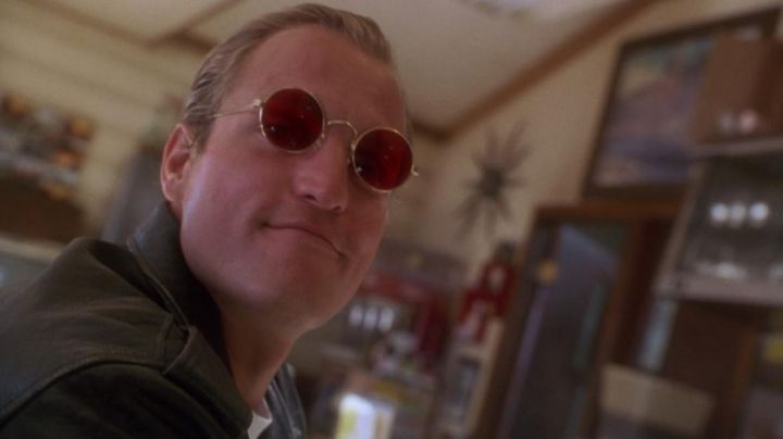 The red goggles of Micky (Woody Harrelson) in Killers Born movie