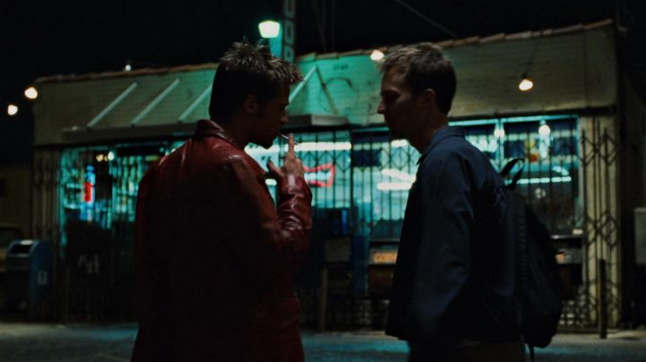 The red jacket Tyler Durden (Brad Pitt) in Fight club - Movie Outfits and Products