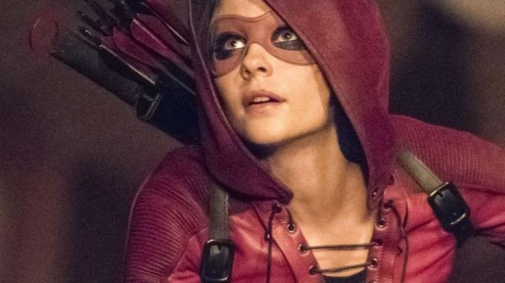 Fashion Trends 2021: The red jacket of Thea Dearden Queen / Speedy (Willa Holland) on Arrow