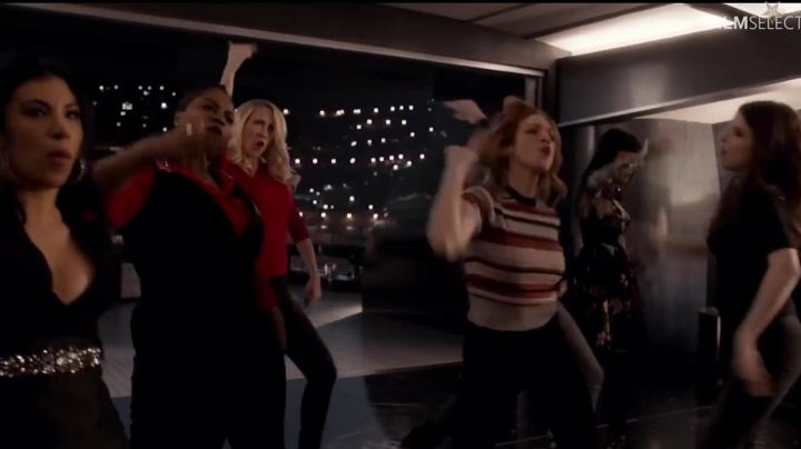 The red shirt Michael Kors Cynthia Rose (Ester Dean) in Pitch Perfect 3