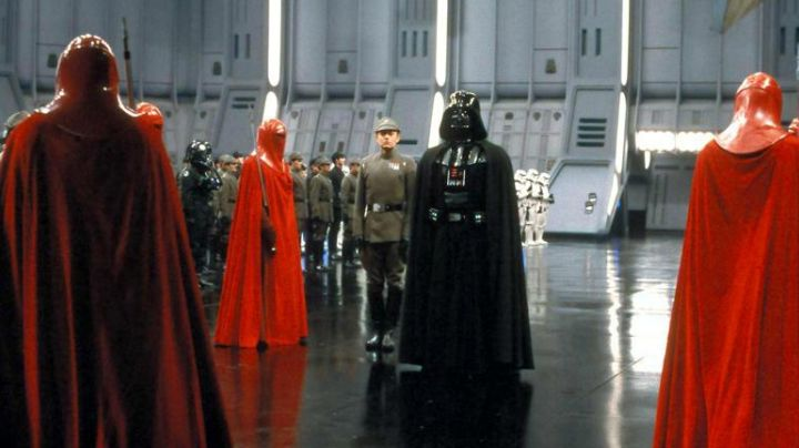 The red suit of Imperial Guard in Star Wars IV : A New Hope