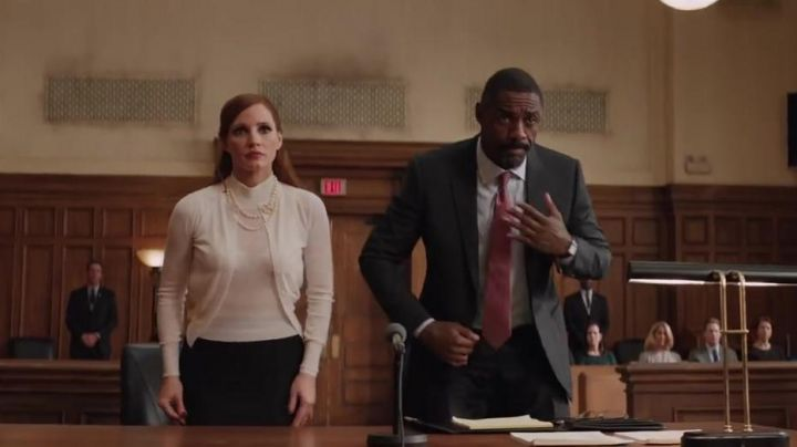The red tie of the lawyer Charlie Jaffey (Idris Elba) in The Great Game Movie