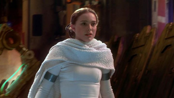 The required white Padme Amidala (Natalie Portman) in Star Wars II : attack of The clones - Movie Outfits and Products