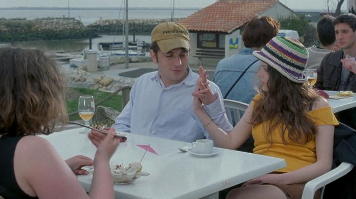 The restaurant Le Golfy on the port de Bonne-Anse de La Palmyre in the film To my sister! - Movie Outfits and Products