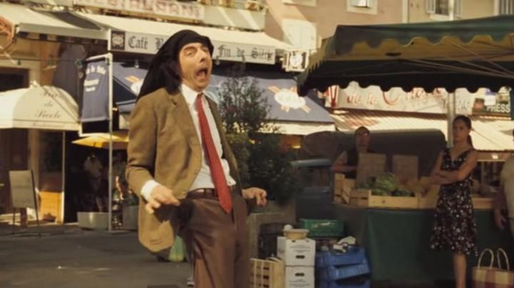 The restaurant at The end of the century at Cavaillon in The Holidays of Mr Bean - Movie Outfits and Products