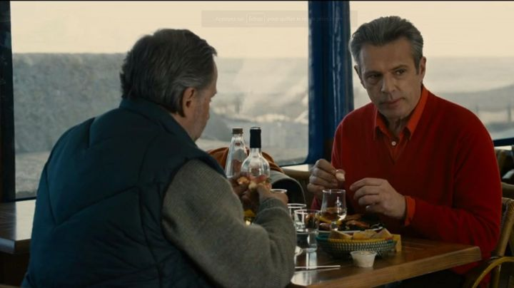 The restaurant of The brothers of the coast, Island of Ré, in Alceste a bicyclette (Fabrice Luchini and Lambert Wilson) - Movie Outfits and Products