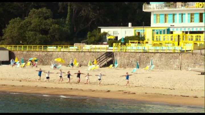 The restaurant on The beach of Jules on The Ladies beach in Noirmoutier transformed in Hotel Beau-Rivage in The Holidays of Little Nicolas - Movie Outfits and Products