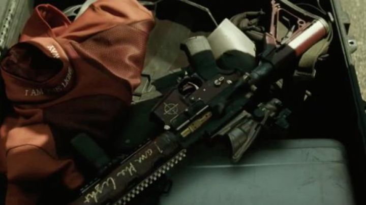 The rifle of Floyd Lawton / Deadshot (Will Smith) in Suicide Squad - Movie Outfits and Products