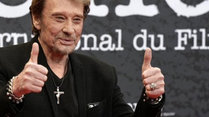 The ring is silver with the cross of Johnny Hallyday at the promo Bastard, we love you - Movie Outfits and Products