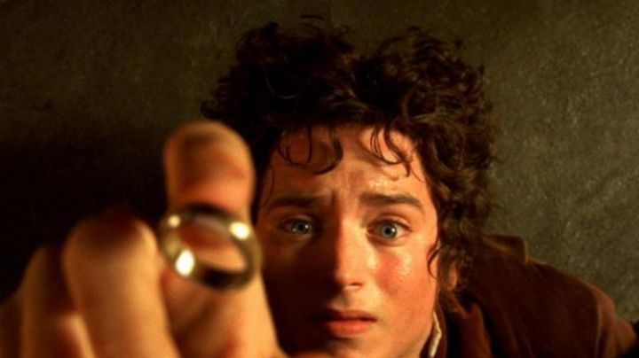 The ring of Frodo in the lord of The rings - Movie Outfits and Products