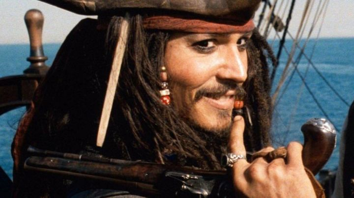 Fashion Trends 2021: The ring of Jack Sparrow (Johnny Depp) in Pirates of the Caribbean - The Secret of safe cursed
