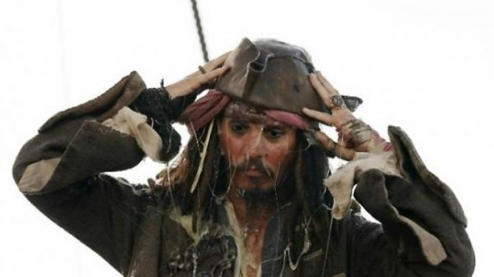 The ring of Jack Sparrow (Johnny Depp) in Pirates of the Caribbean - Movie Outfits and Products