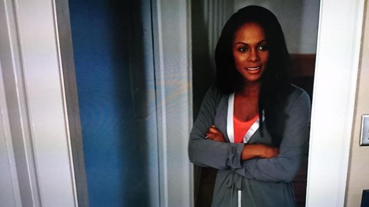 The robe d' Angela Payton (Tika Sumpter) in test 2 - Movie Outfits and Products