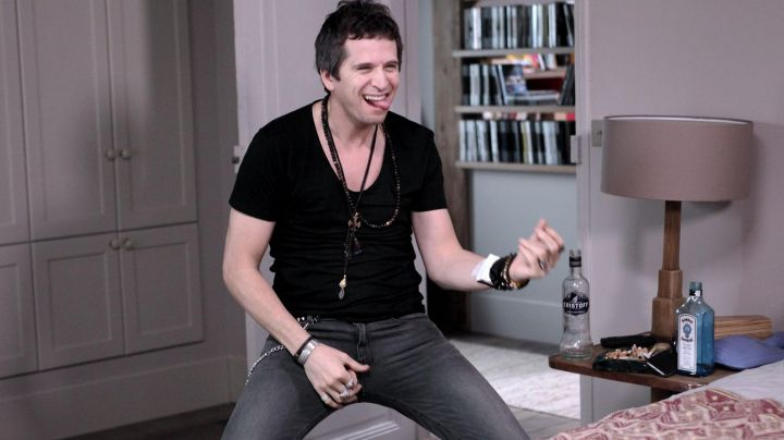 The rosary black Guillaume Canet in a Rock ' n Roll - Movie Outfits and Products