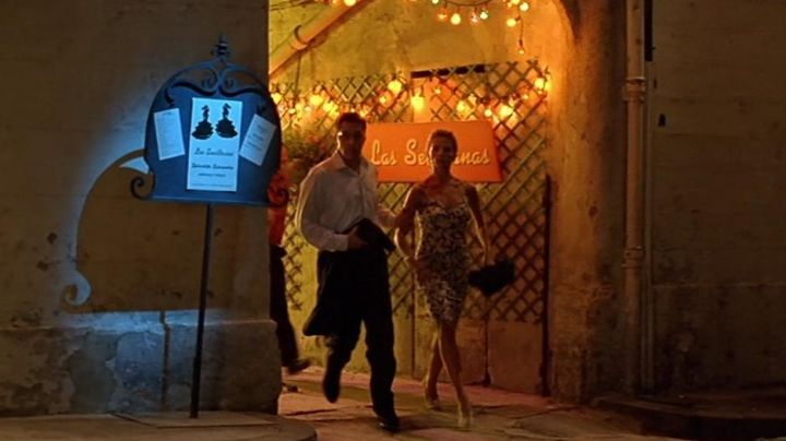 The rue Théodore Aubanel in Avignon, crossed by Victoria Abril and Alain Chabat in the Turf Cursed - Movie Outfits and Products