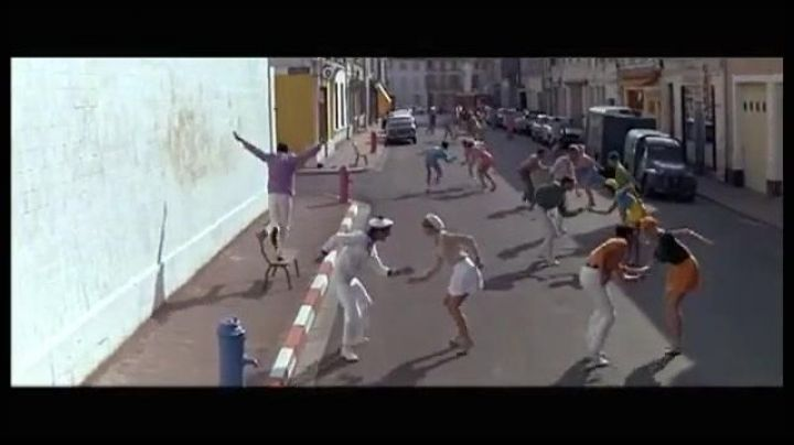 The rue chanzy ran in The young girls of Rochefort - Movie Outfits and Products