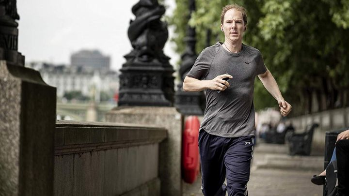 The running t-shirt from Dominic Cummings (Benedict Cumberbatch) in Brexit: The Uncivil War movie