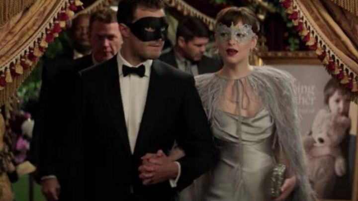 The satin dress of Anastasia Steele (Dakota Johnson) in Fifty shades darker movie
