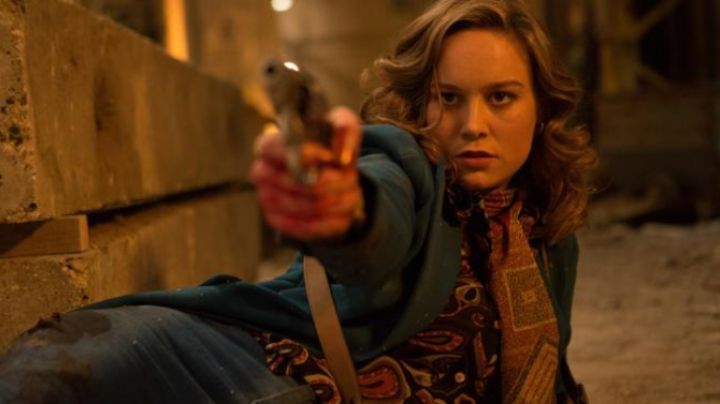 The scarf Justine (Brie Larson) in Free Fire - Movie Outfits and Products