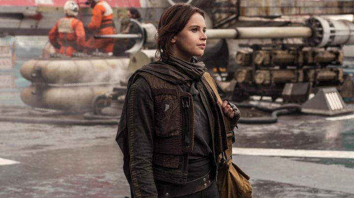 The scarf Jyn Erso (Felicity Jones) in Rogue One : A star Wars Story - Movie Outfits and Products