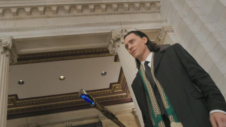 The scarf Loki (Tom Hiddelston) in the Avengers - Movie Outfits and Products