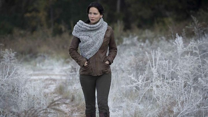 The scarf collar in wool of Katniss Everdeen (Jennifer Lawrence) in Hunger Games Movie