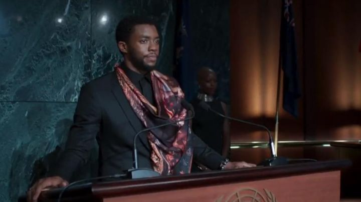 The scarf of Black Panther (Chadwick Boseman) in a Black Panther - Movie Outfits and Products