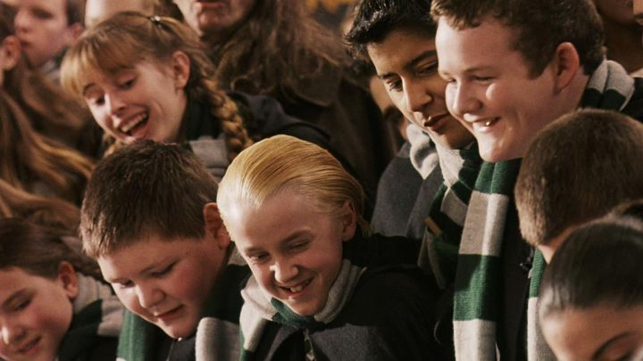 The scarf of the house Slytherin of Draco Malfoy (Tom Felton) in Harry Potter and the sorcerer's stone movie