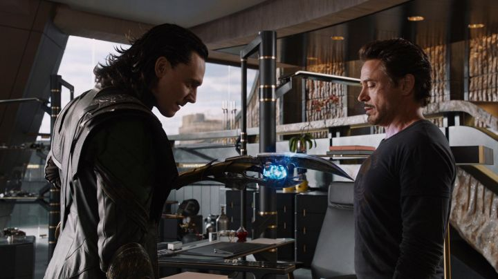 The scepter Loki (Tom Hiddelston) in the Avengers - Movie Outfits and Products