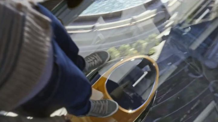 The senakers low grey Casey Newton (Britt Robertson) in Tomorrowland - Movie Outfits and Products