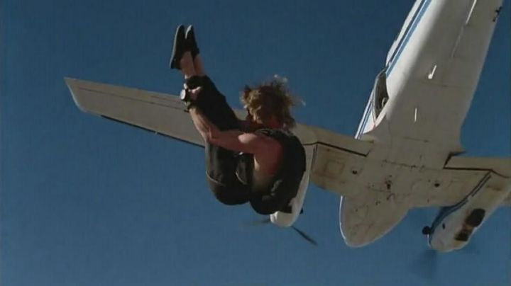The set of skydiving Bodhi Salver (Patrick Swayze) in Point Break - Movie Outfits and Products