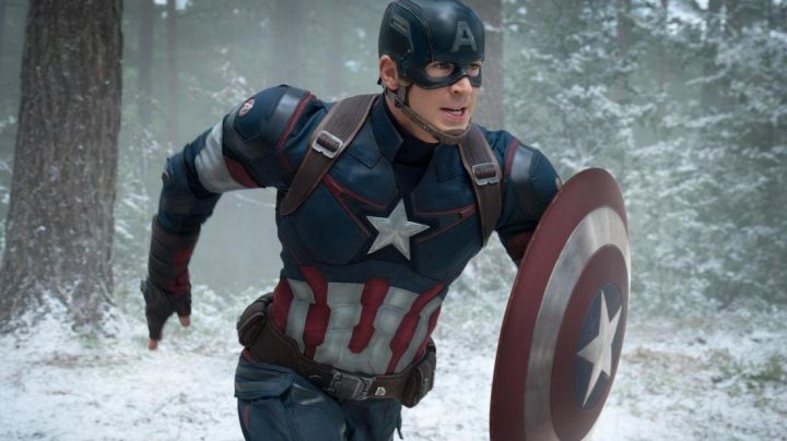 The shield of Captain America / Steve Rogers (Chris Evans) in the Avengers : Age of Ultron movie