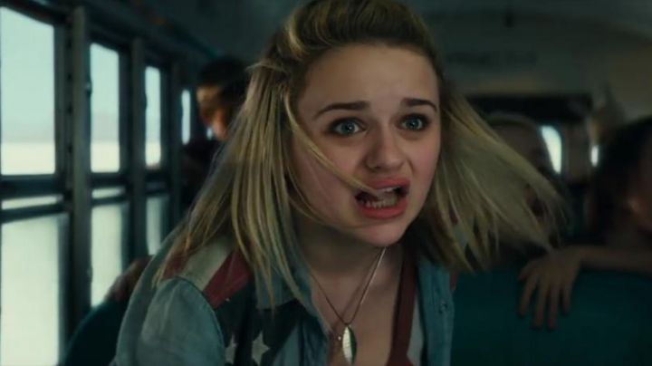 """Fashion Trends 2021: The shirt """"american flag"""" of Sam (Joey King) in Independence Day: Resurgence"""