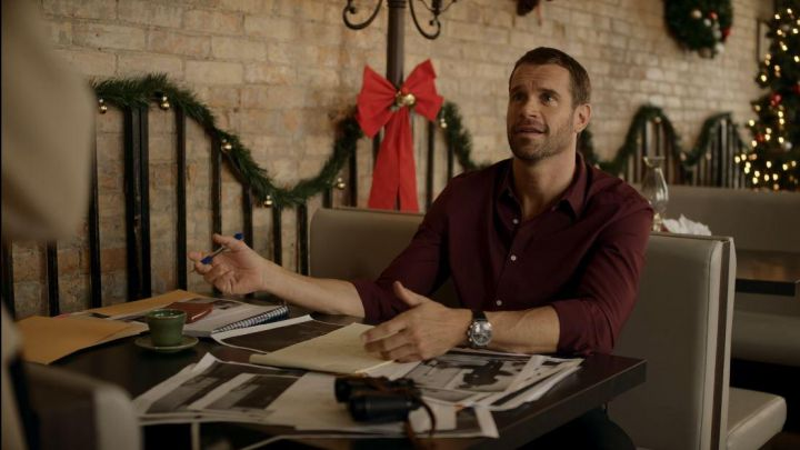 The shirt bordeaux'connor (Stephen Huszar) in Marriage under the snow Movie