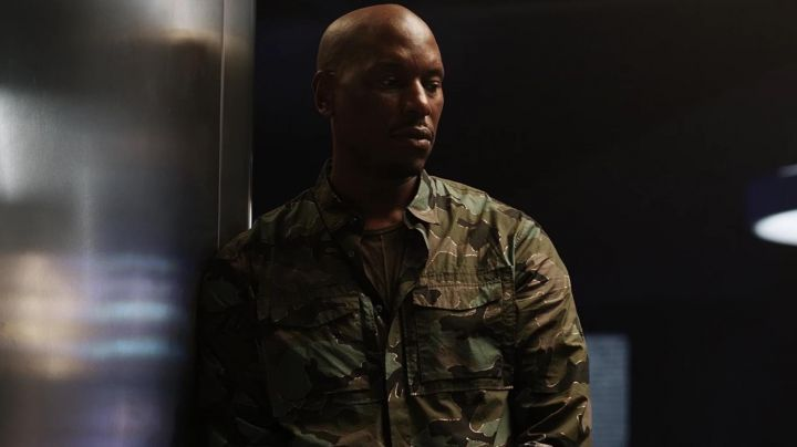 The shirt camouflage of Roman Pearce (Tyrese Gibson) in Fast and Furious 8