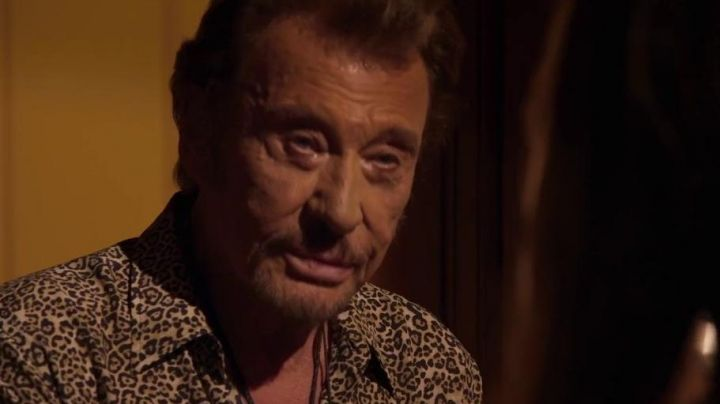 The shirt leopard seventies of Johnny Hallyday in Each his life - Movie Outfits and Products