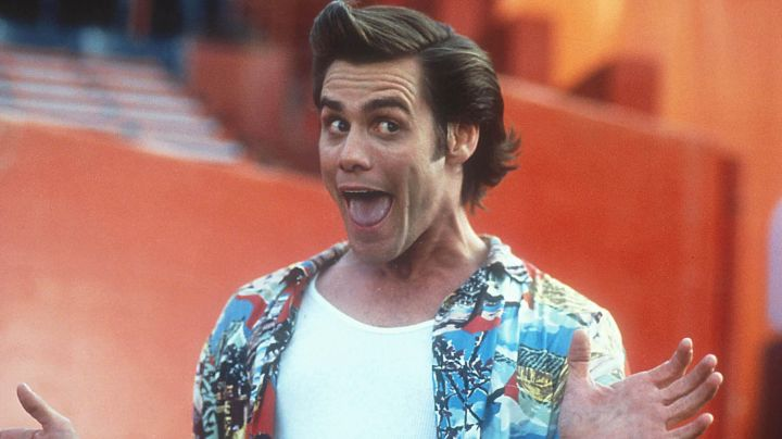 The shirt patterns of Ace Ventura (Jim Carrey) in Ace Ventura