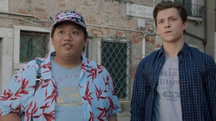 The shirt range in small tiles Peter Parker (Tom Holland) in the film Spider-Man : Far From Home Movie