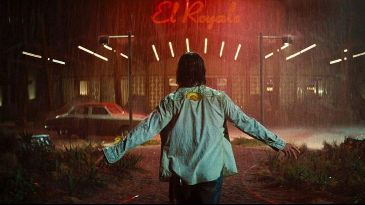 The shirt with printed across the back of Billy Lee (Chris Hemsworth) in a Dirty time at the hotel El Royal movie