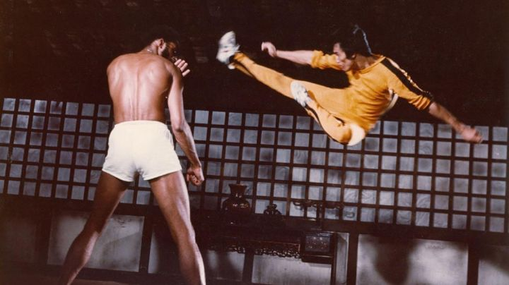 The shoes Onistuka Tiger white of Hai Tien (Bruce Lee) Game Of Death - Movie Outfits and Products