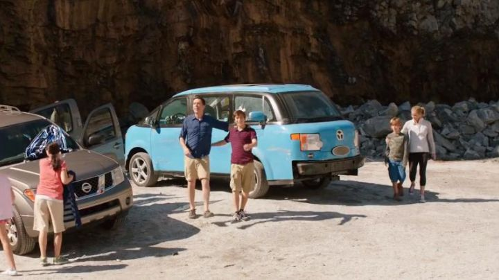 The shoes are beige Kevin Griswold (Steele Stebbins) in Vacation - Movie Outfits and Products