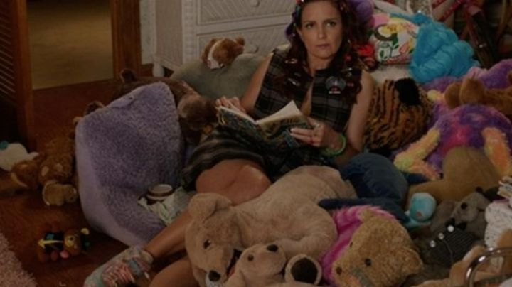 The shoes multi-coloured Kate Ellis (Tina Fey) in Sisters - Movie Outfits and Products