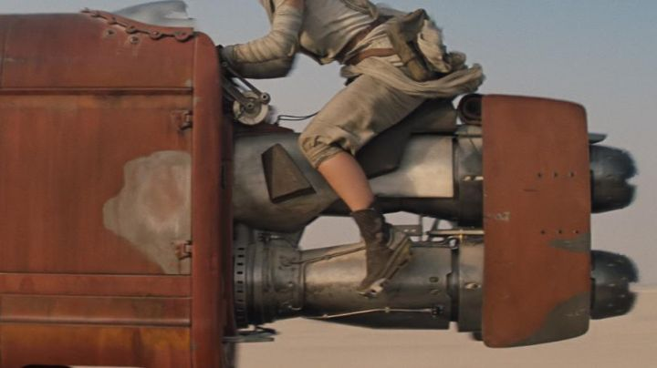 The shoes of Rey (Daisy Ridley in Star Wars : awakening of the Force - Movie Outfits and Products