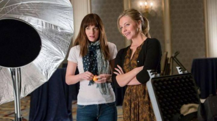 The short sleeve t-shirt white of Anastasia Steele (Dakota Johnson) in the 50 shades of Grey - Movie Outfits and Products