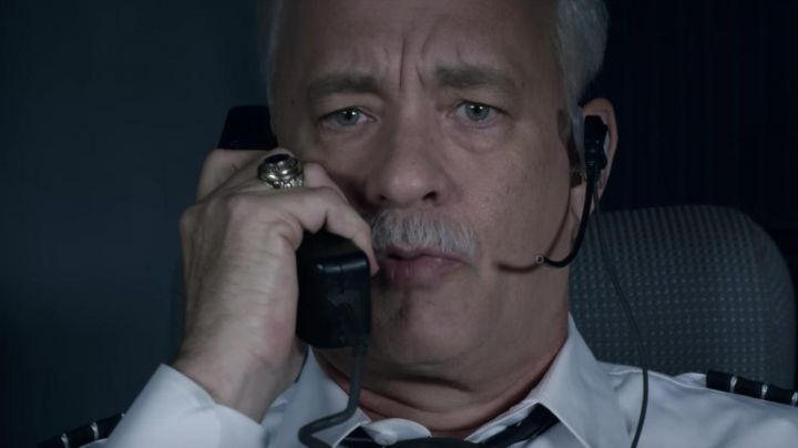 The signet ring US Army with Onyx Chesley Sullenberger (Tom Hanks) in Sully movie