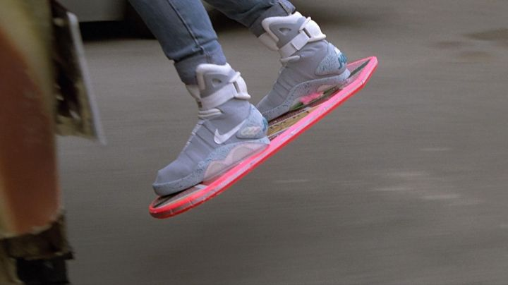 Fashion Trends 2021: The skateboard of the future by Marty McFly (Michael J. Fox) in Back to the future 2